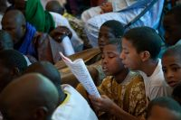 Children reading a panegyric during a festival in Timbuktu, Mali. UN Photo/Marco Dormino