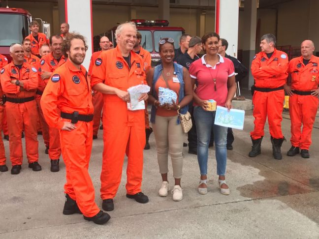 Minister Jacobs and Secretary General ECYS Jorien Wuite with USAR NL representatives.