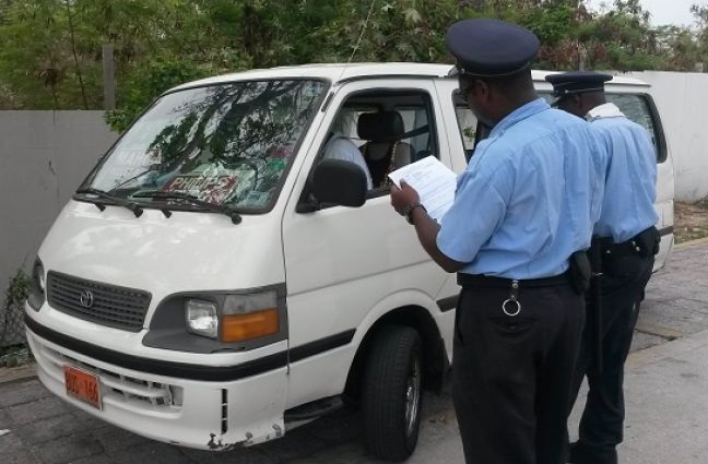 Officers of the Control Department checking to see if the bus drivers has his documents in order. (File photo)