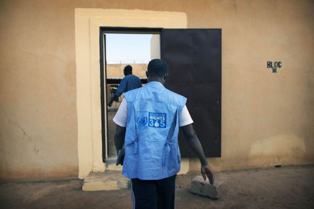 A UN Human Rights Officer from the peacekeeping mission in Mali (MINUSMA) visiting the Sevare jail, in central Mali, to monitor the rights situation there. Photo: MINUSMA/Sylvain Liechti