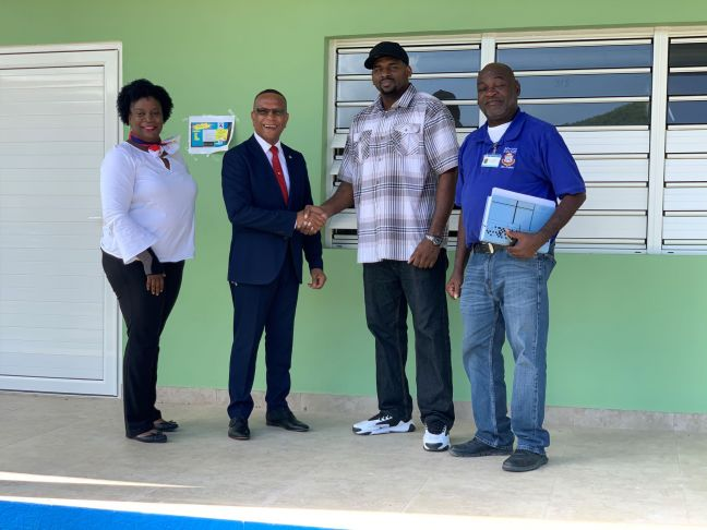 Minister Smith and the contractor of Eric Construction in a symbolic handover of the new building at SMVTS. Also in picture are Rita Gumbs – SMVTS school manager and a representative of VROMI.