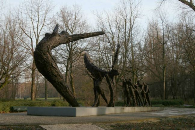 The monument to slavery in Amsterdam's Oosterpark. Photo: Wikimedia Commons