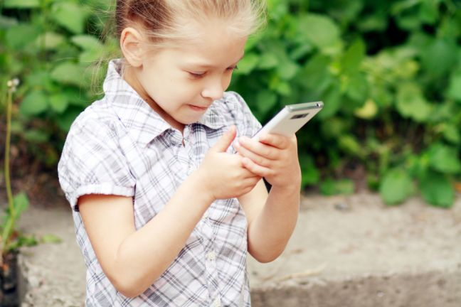 Hundreds of young children have their own phones. Photo: Depositphotos