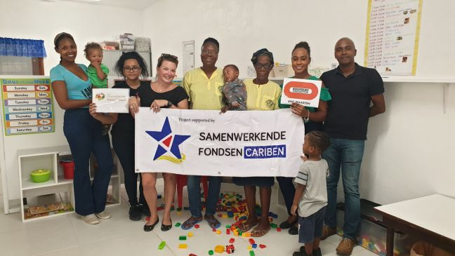 Representatives of Be The Change, Samenwerkende Fondsen, Bouygues Construction and Little Goslings pose for a photo in the newly reconstructed daycare center.