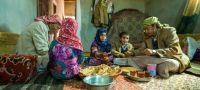 © UNICEF A family from Amran Governorate in Yemen shares lunch (file)