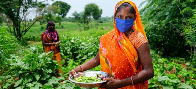 © UNICEF/Vinay Panjwani Women grow vegetables on a farm in India as part of a UNICEF-supported rural development programme.