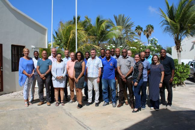 In the photo are the attending representatives of, among others: Public Entity Bonaire, RCN / OCW, Police Force CN, RCN unit SZW, SSO-CN, Belastingdienst CN, Raad Onderwijs Arbeidsmarkt CN, IBO Bonaire NV, Selibon, BIA, IT Connection BV, SkillsProf, MBO Bonaire and Plenchi di Trabou.