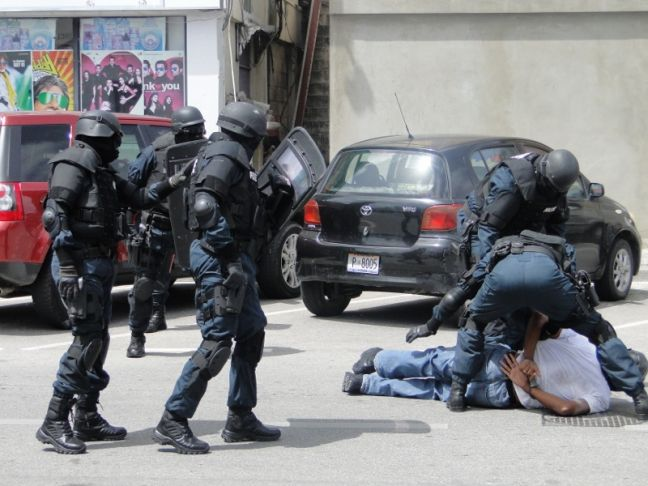 An arrest team in action. Photo is not related to this particular police action. (file photo)