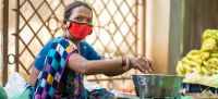 © UNICEF/Vinay Panjwani A woman wears a face mask while working in Gujarat, India.