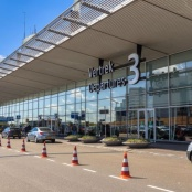 US ambassador calls for action on Schiphol pre-clearance checks