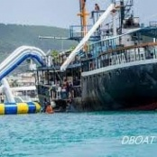 D-Boat drifts away in Simpson Bay due to bad weather